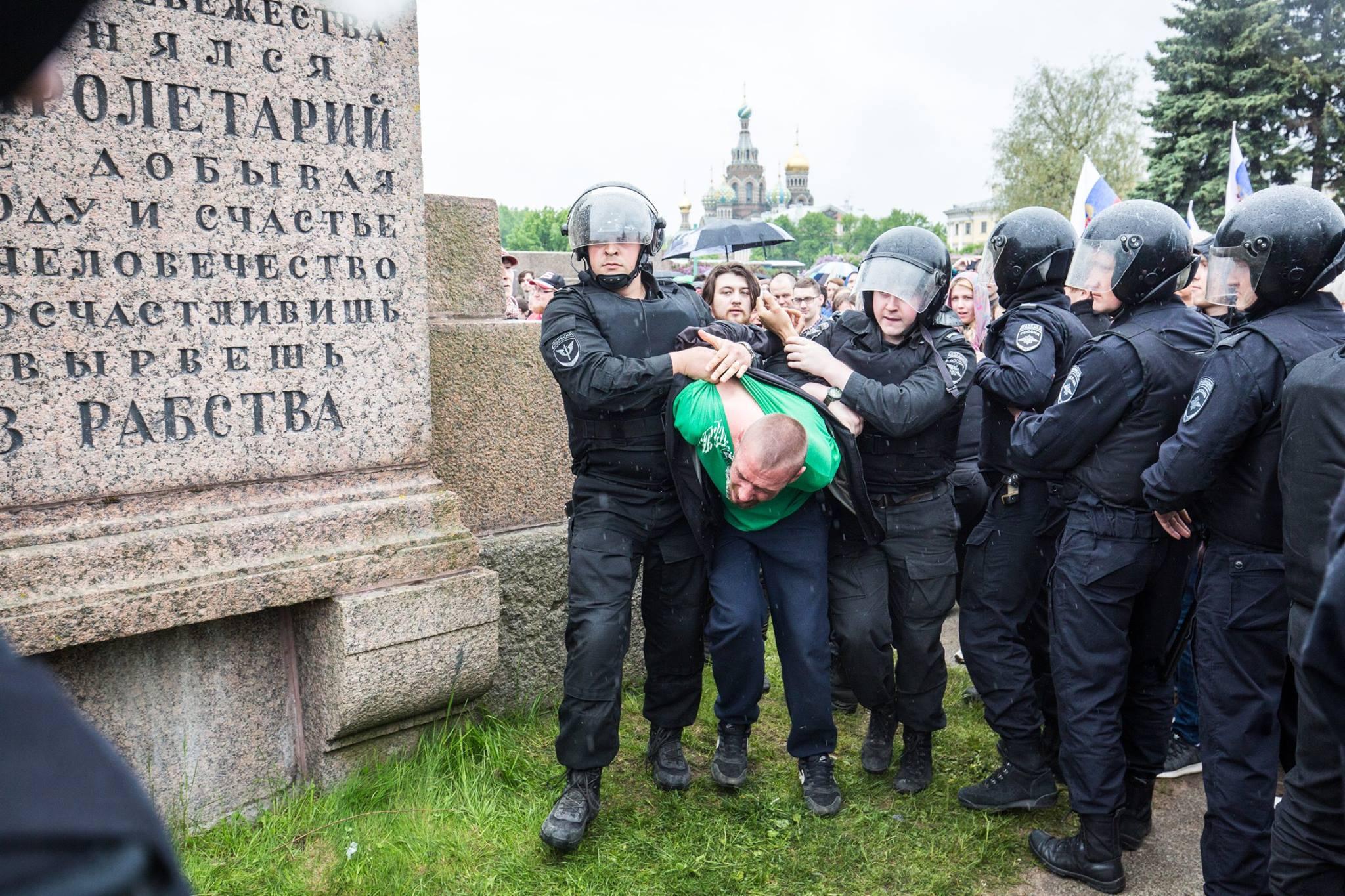 Задержание на митинге Навального в Санкт-Петербурге 12 июня