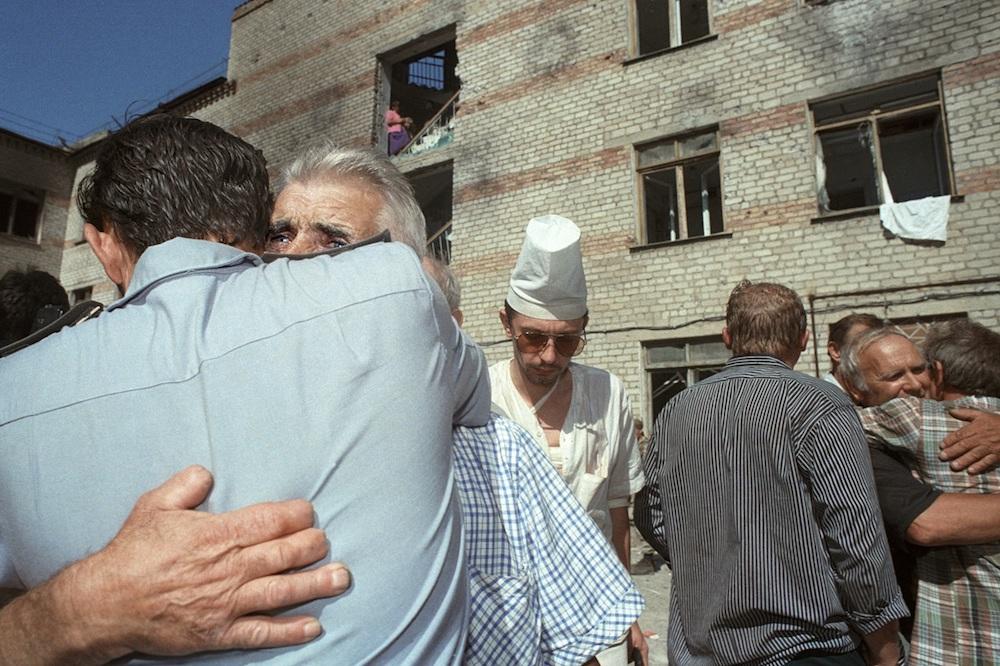 Освобожденные заложники из захваченной больницы