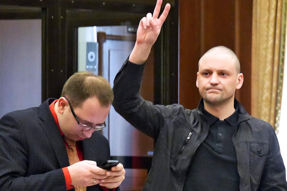 Слушания по уголовному делу в отношении Сергея Удальцова и Леонида Развозжаева, обвиняемых в организации массовых беспорядков в Мосгорсуде 25 февраля 2014 года