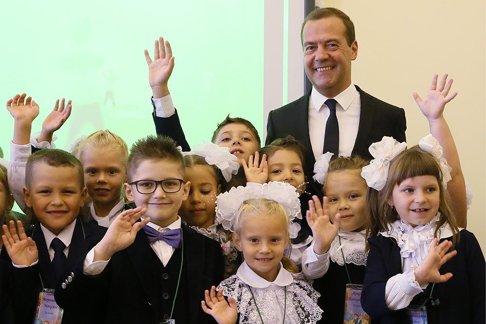 Председатель правительства России Дмитрий Медведев в школе №34 в Подольске