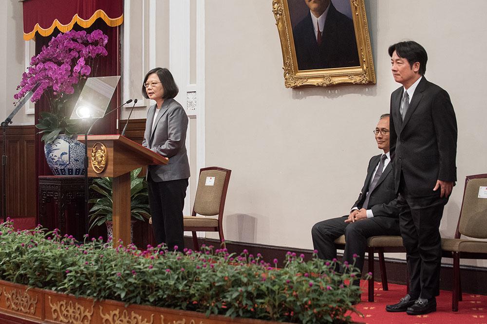 Новый премьер-министр Лай Циндэ во время своего назначения
