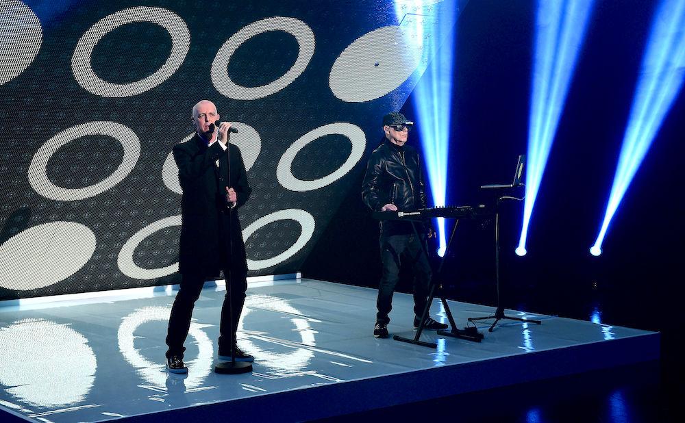 ВБразилии трансвеститы ограбили группу Pet Shop Boys