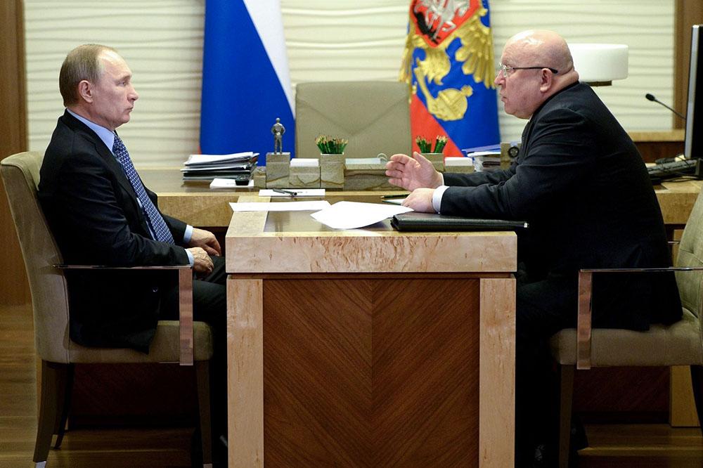 Губернатор Нижегородской области Валерий Шанцев во время встречи с Владимиром Путиным
