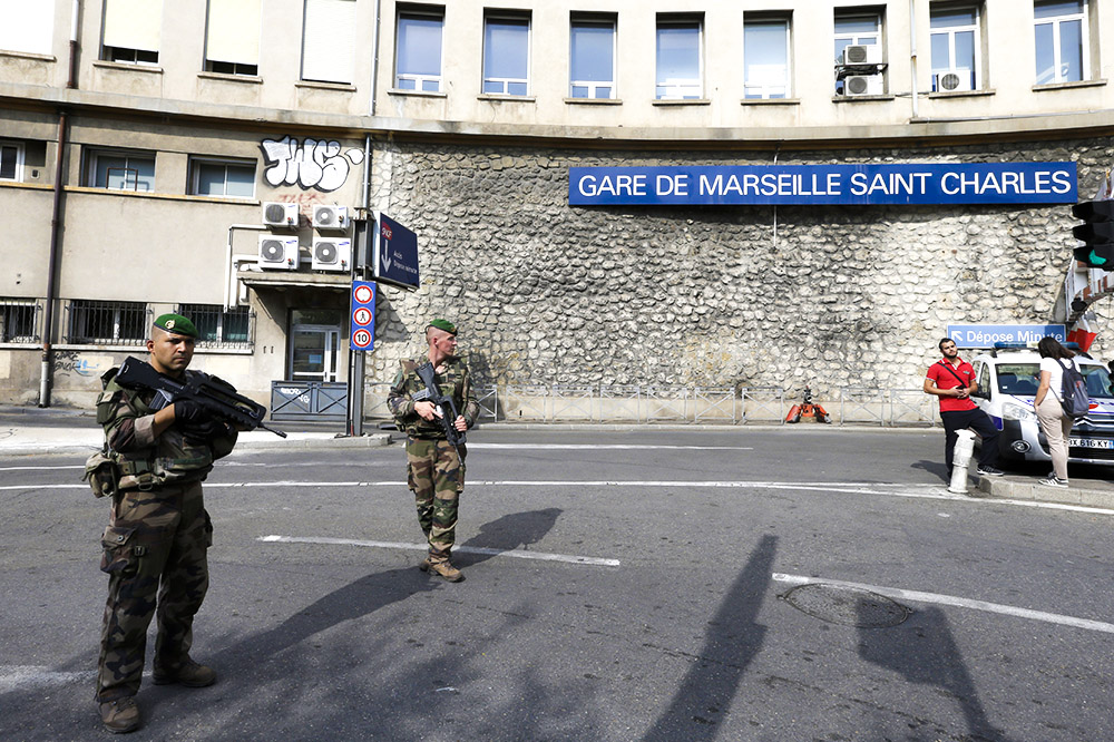 Неизвестный сножом убил 2-х прохожих вМарселе