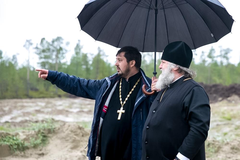 Иерей Дарий Иоанн (слева) с митрополитом Ханты-Мансийским и Сургутским Павлом