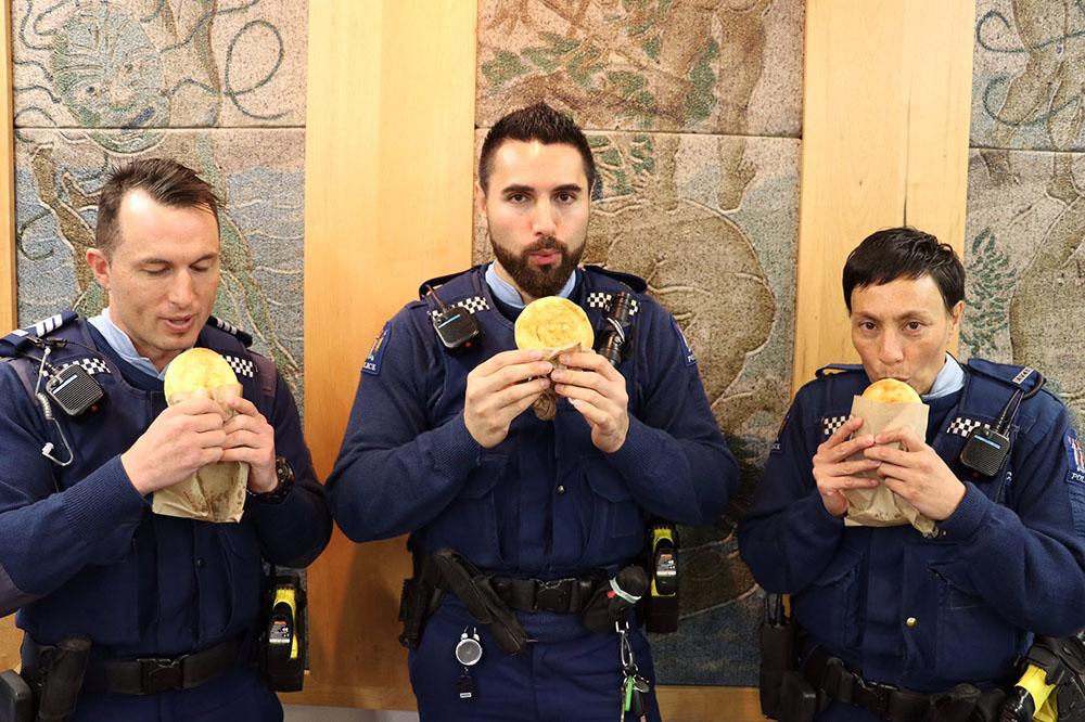 Офицеры новозеландской полиции