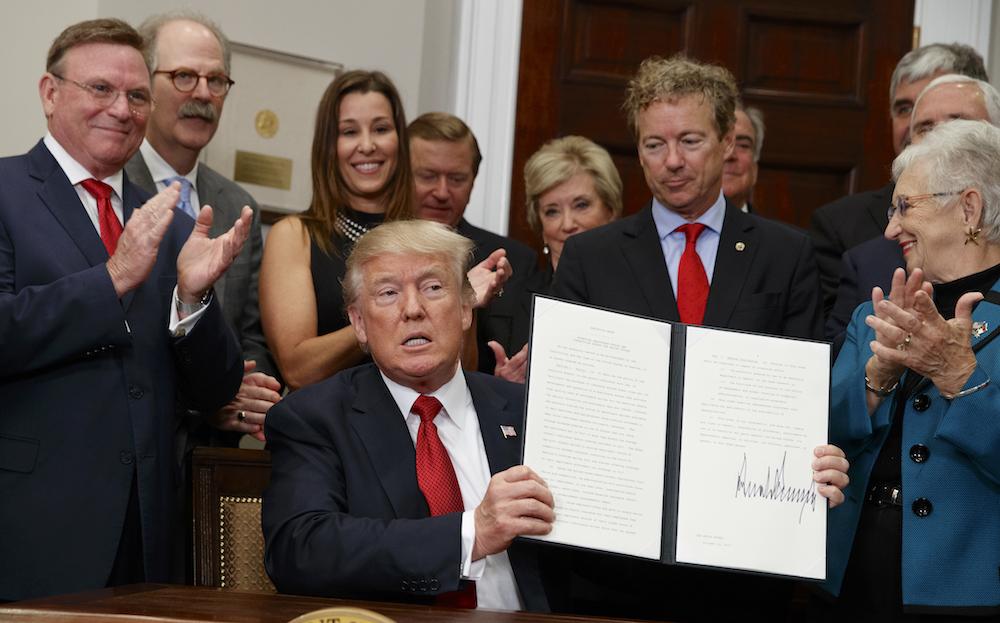 Дональд Трамп подписал указ поотмене Obamacare