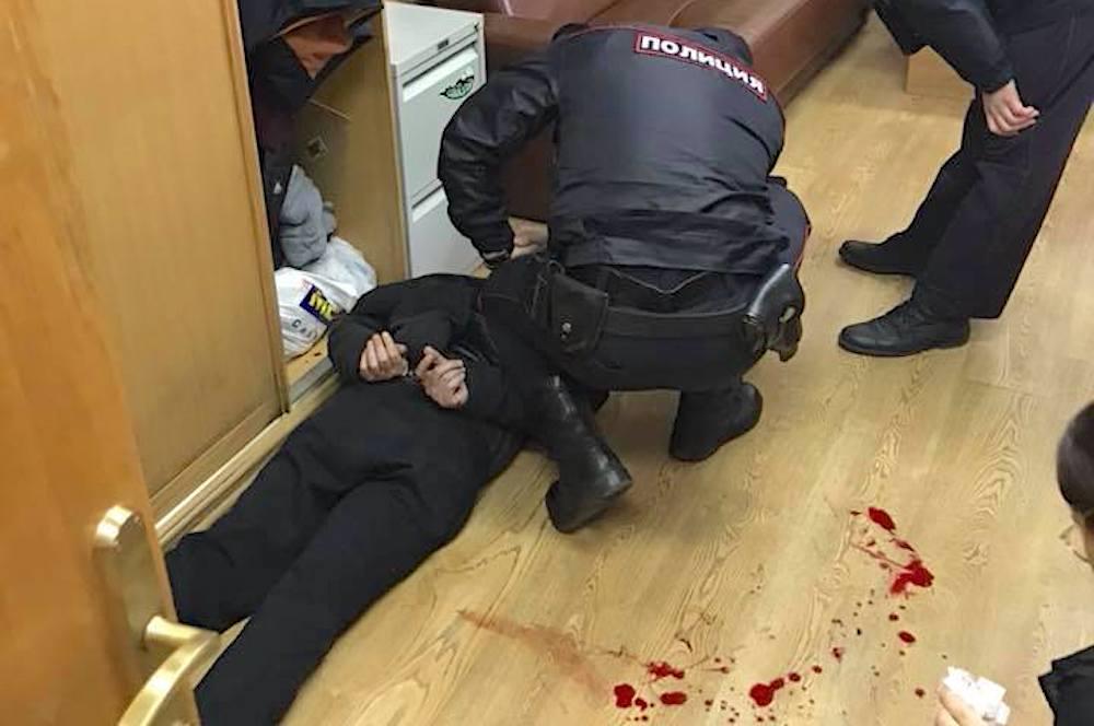 Вweb-сети появилось видео нападения нажурналистку «Эха Москвы»