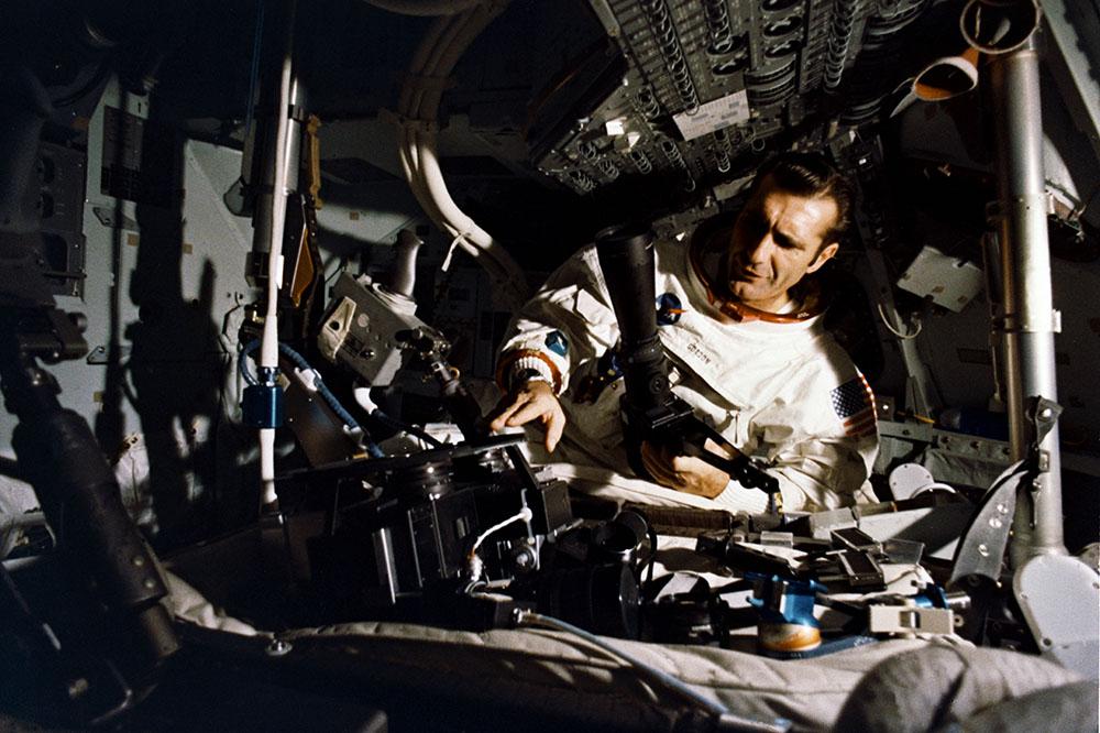 Ричард Гордон во время тренировки перед миссией Апполон-12 в 1969 году