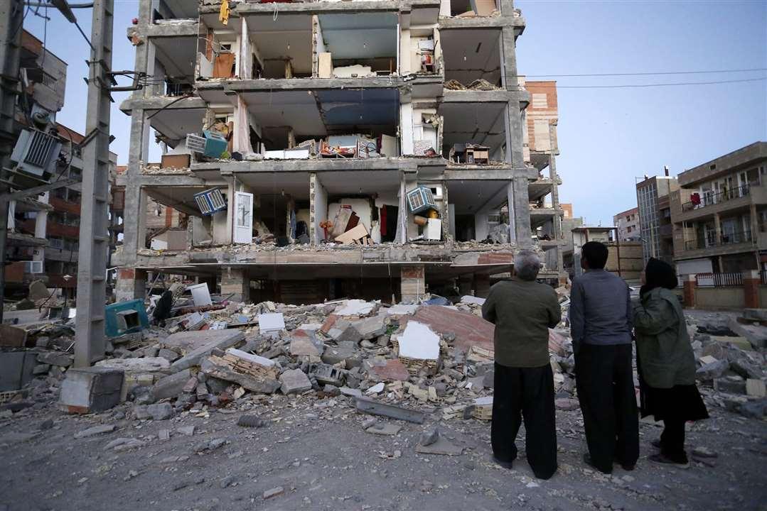 Число жертв землетрясения на границе Ирана и Ирака превысило 350 человек