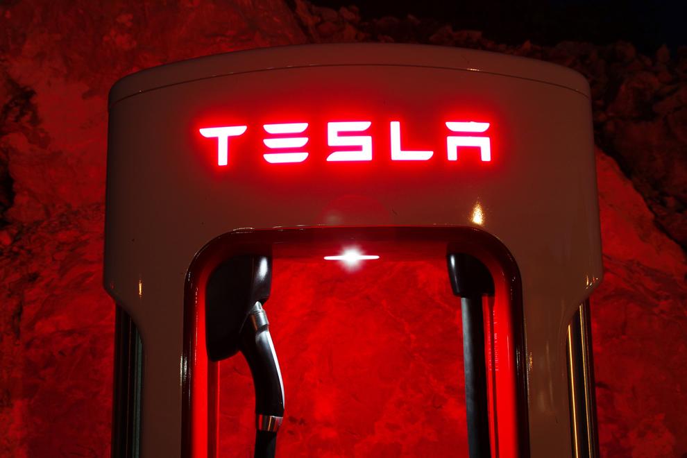 Завод Tesla назвали рассадником расистcкого поведения