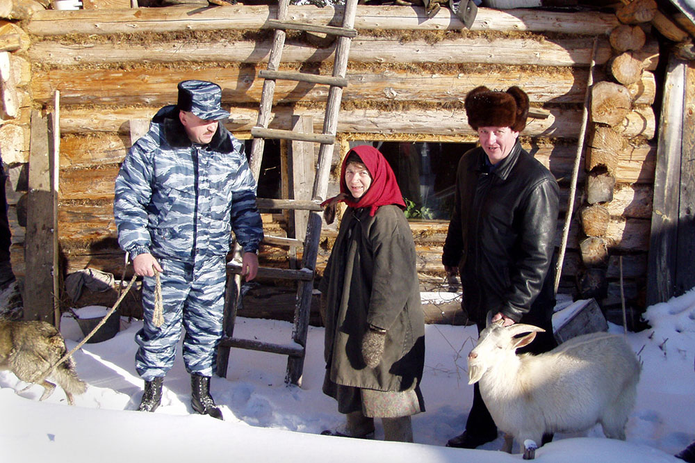 Агафье Лыковой доставили 8-месячного козла, собаку-лайку, котят, муку, крупу и фрукты