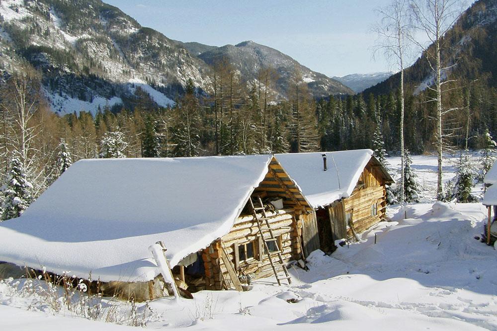 Дом Агафьи Лыковой на территории Хакасского заповедника