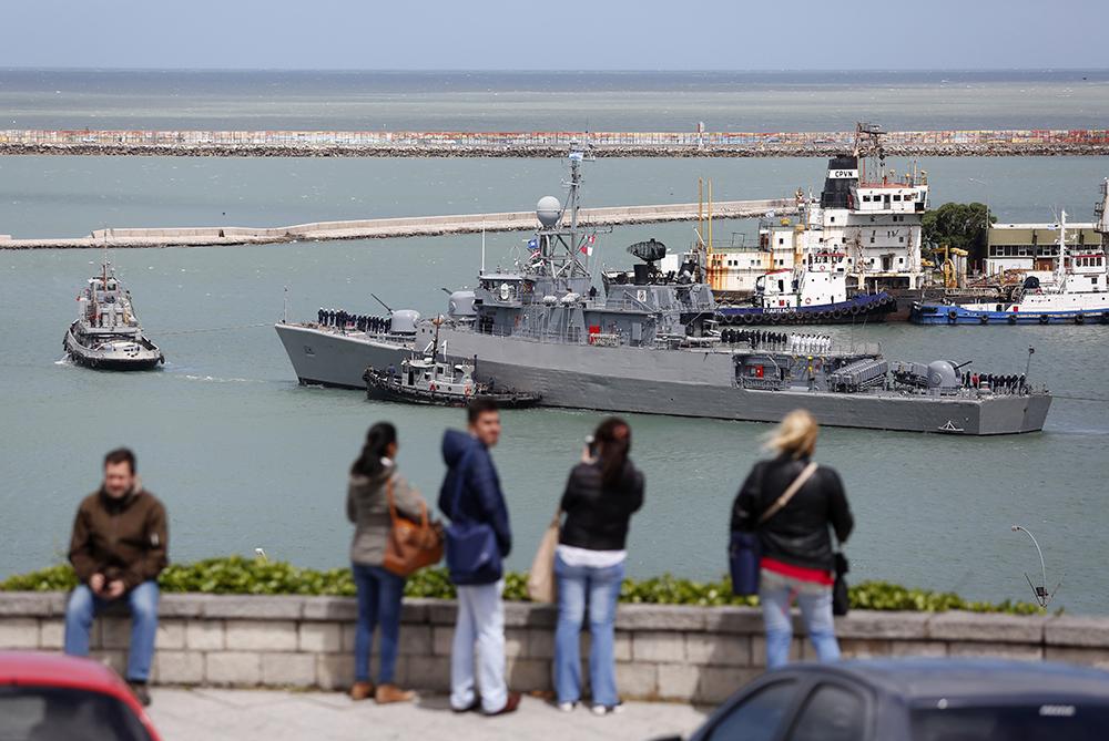 Корабль Comandante Espora, входящий в поисковый экипаж