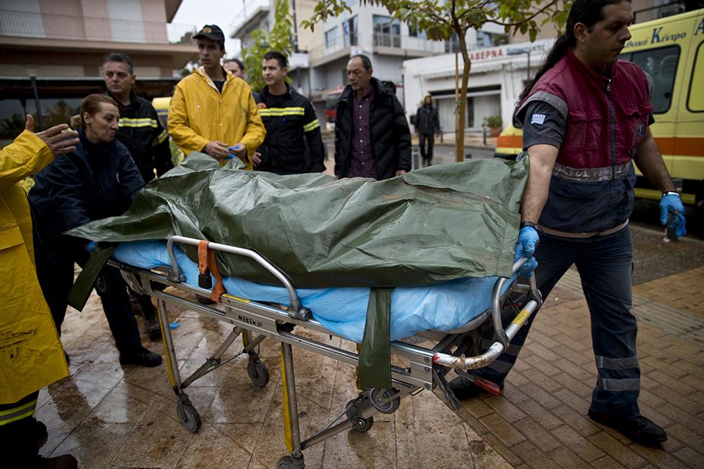 Число жертв в итоге наводнений вГреции достигло 19 человек