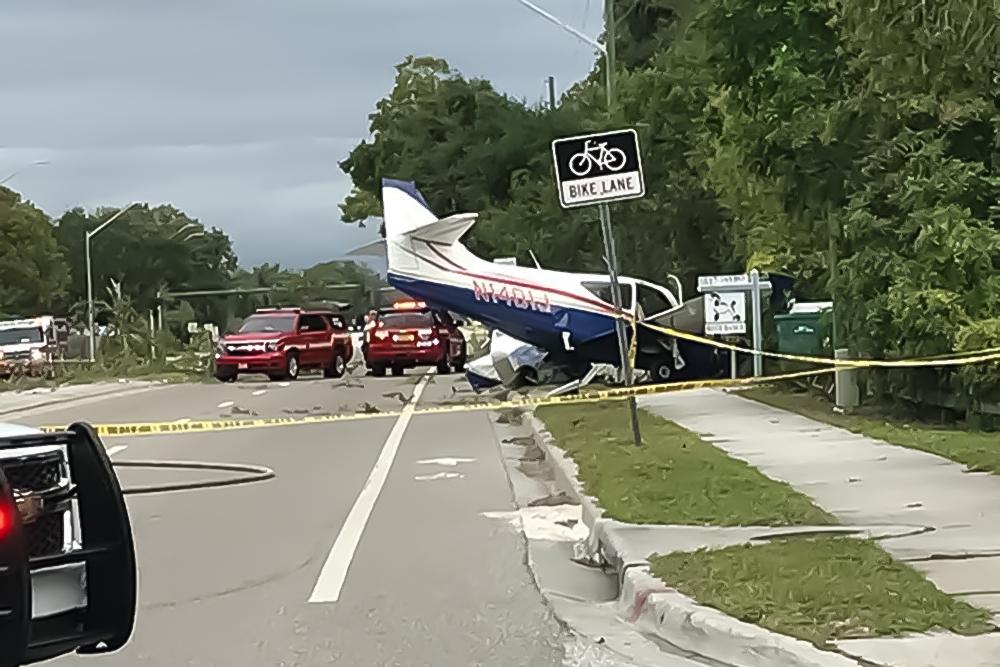 Свидетели сняли навидео жесткую посадку самолета наавтодорогу вСША