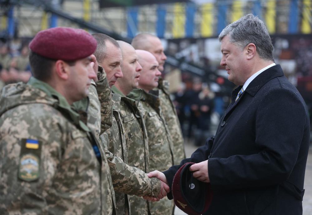 Порошенко превратил украинских десантников в«штурмовиков»