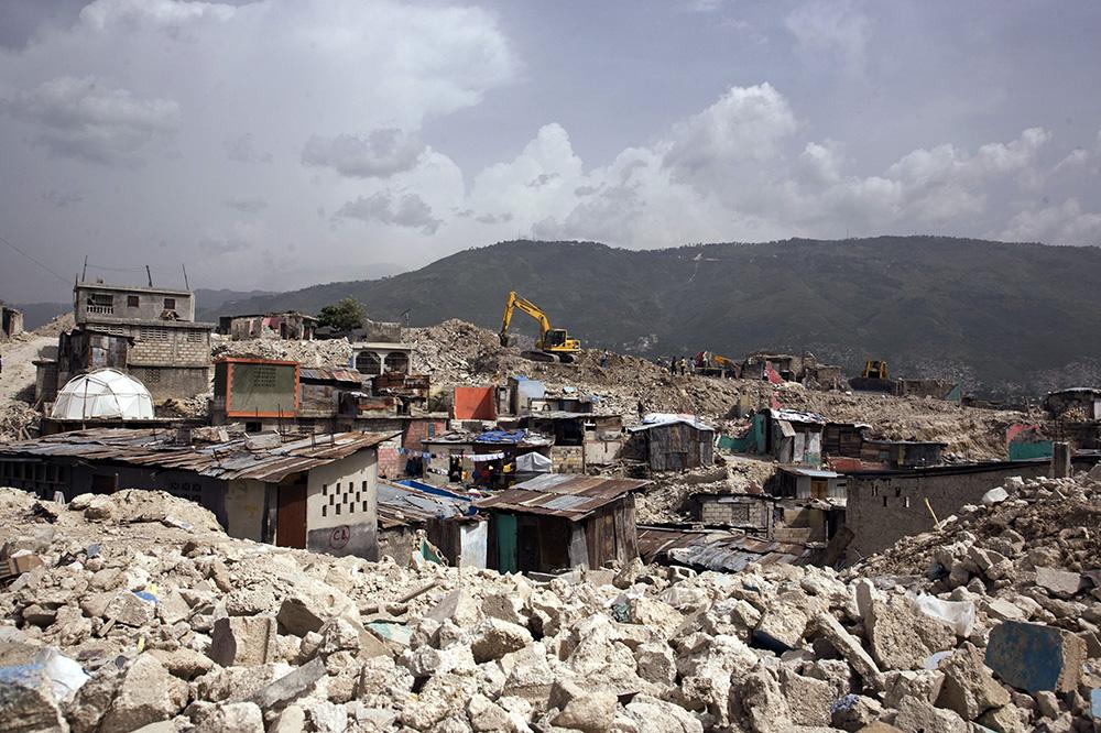 Последствия землетрясения 2010 года в городе Порт-о-Пренс на острове Гаити