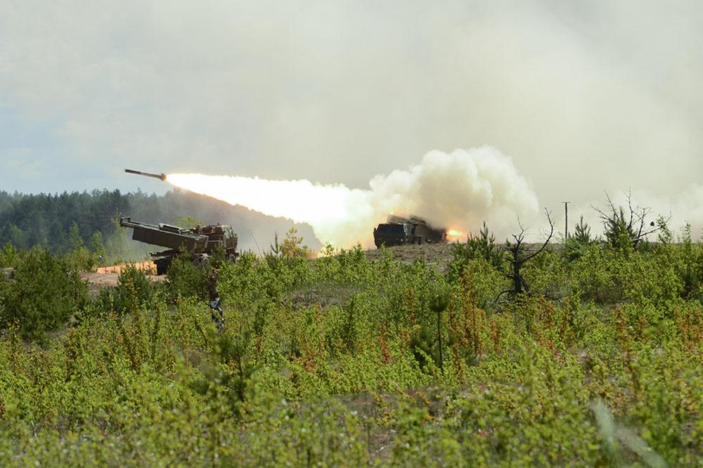 Система реактивного залпового огня HIMARS в Латвии