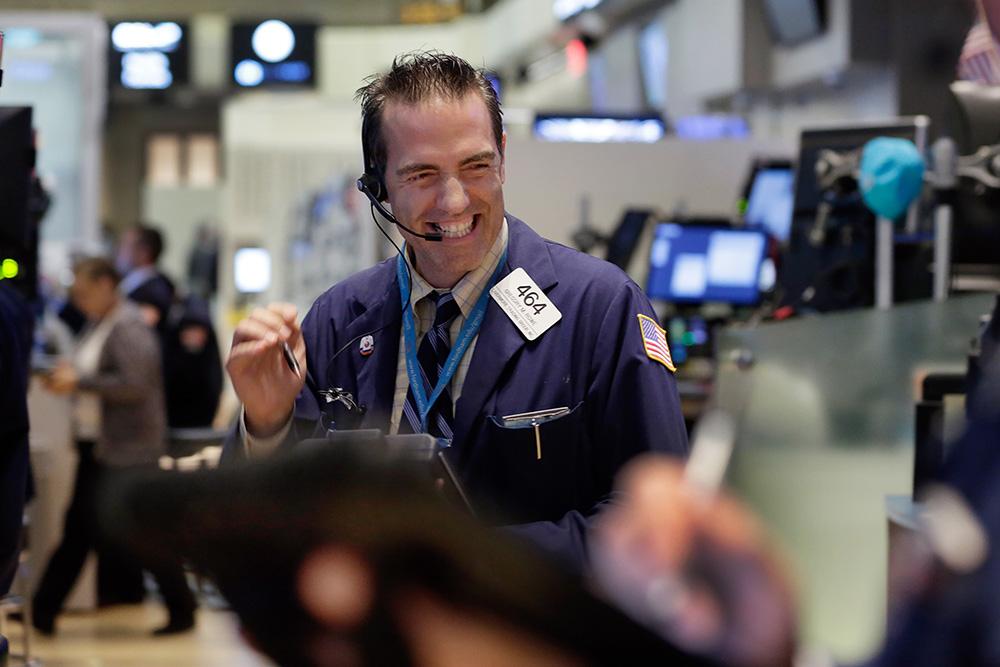 Индекс Dow Jones впервый раз поборол отметку в24 тыс. пунктов
