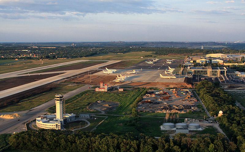 Донецкий аэропорт после реконструкции в 2012 году