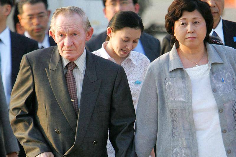 Чарльз Дженкинс с женой Хитоми Сога и их дочерью Микой