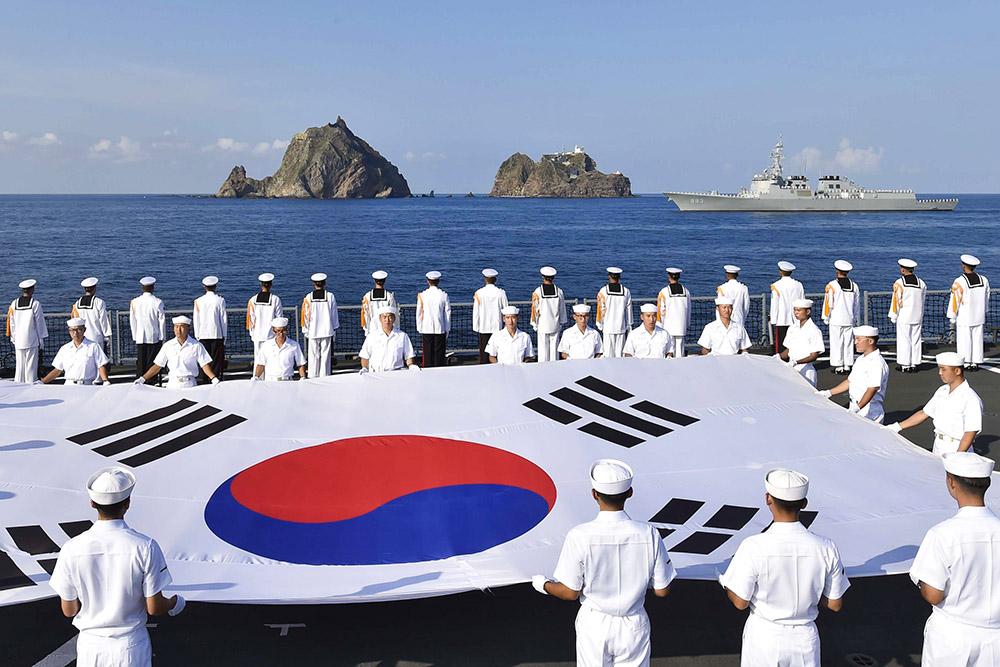 Южная Корея проводит учения ВМС врайоне неоднозначных сЯпонией островов