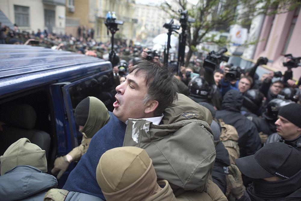 5 декабря. Михаила Саакашвили задержали рядом с его домом в Киеве