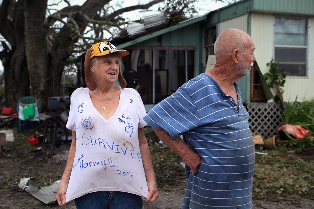 28 августа. Линда и Вилльям Харт, пережившие ураган Харви в трейлере на окраине Фултона в Техасе