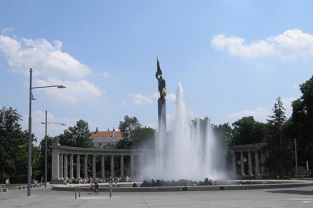 Монумент советским солдатам осквернили вВене