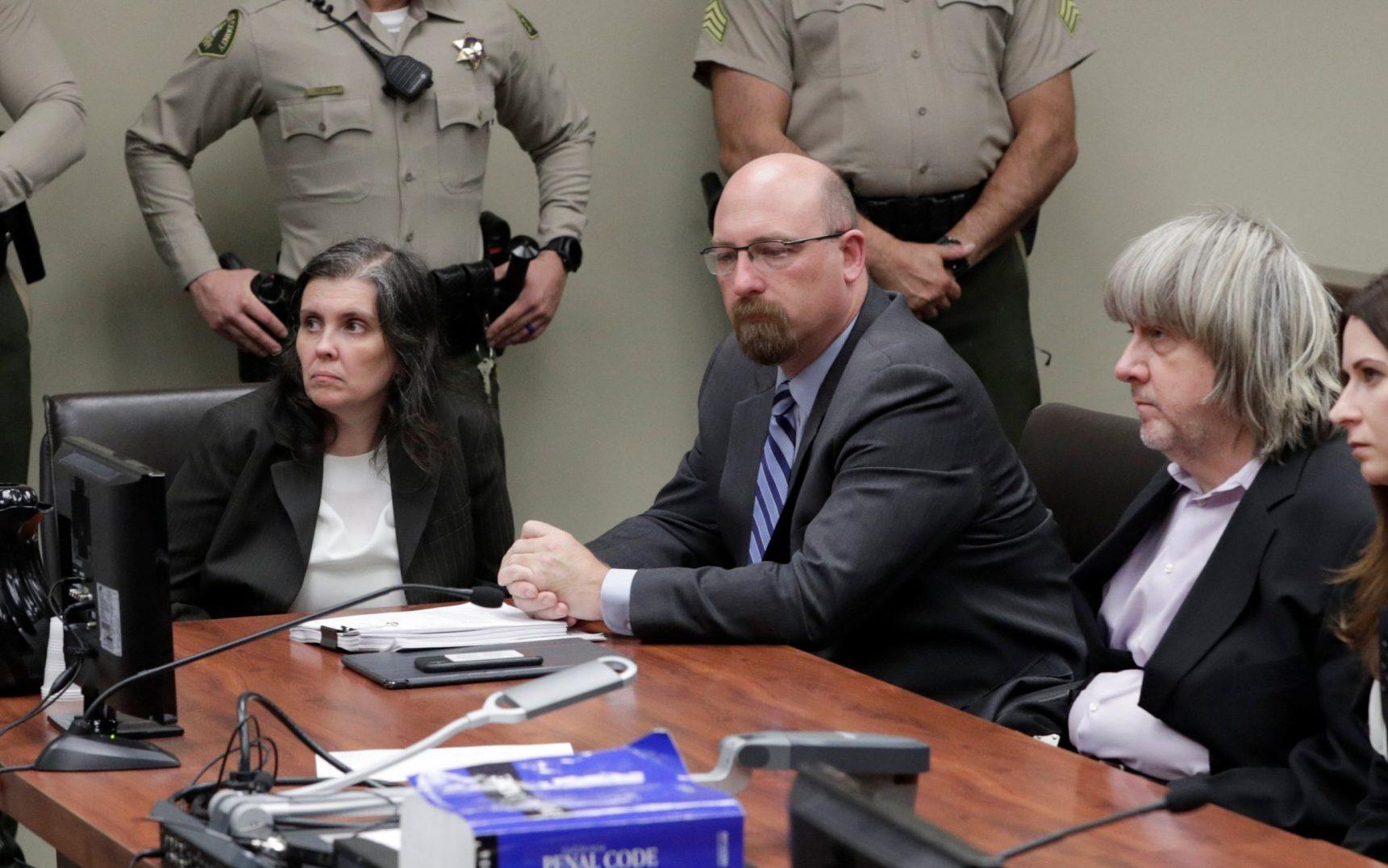ВКалифорнии предъявили обвинения родителям, державшим взаперти 13 детей